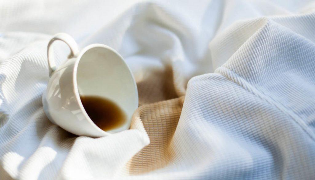 Koffievlek verwijderen; vijf unieke tips om koffie uit kleding te krijgen